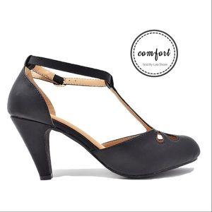 Women's Black Tear-Drop Ankle Strap Retro Pumps